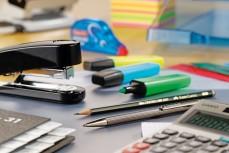 Einrichtung & Büromaterial