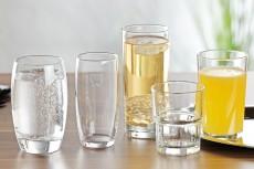 Gläser mit Füllstrich