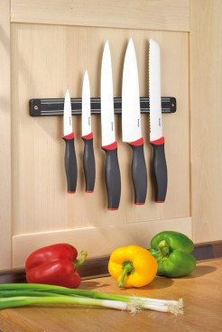 5 parts Knife set AUREA  Special steel blades, with plastic handles,  on magnetic hanging rail.
